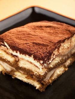 Тирамису - бърза и лесна торта без печене с бишкоти и крем от сирене маскарпоне, течна сладкарска сметана и кафе еспресо - снимка на рецептата